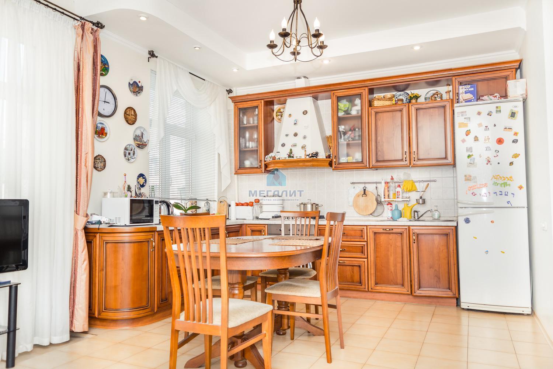 Продажа 4-к квартиры Жуковского 23
