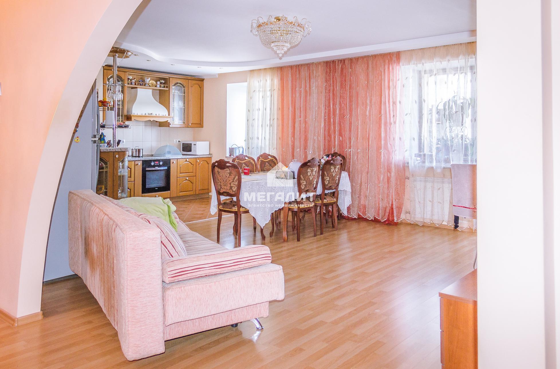 Продажа 3-к квартиры Юлиуса Фучика 53